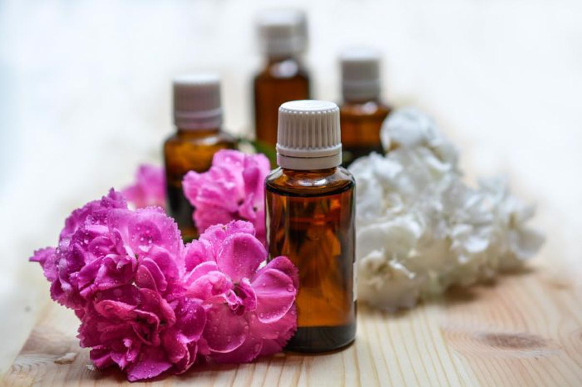 Essential oils can help you avoid getting sick when traveling